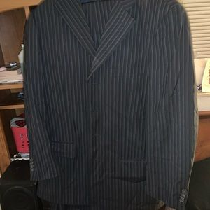 Ricardo suit 42R top and 38 bottoms